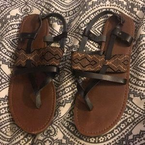 Target sandals /// black patterned aztec design